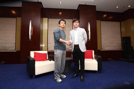 姚劲波(右),杨浩涌(左)